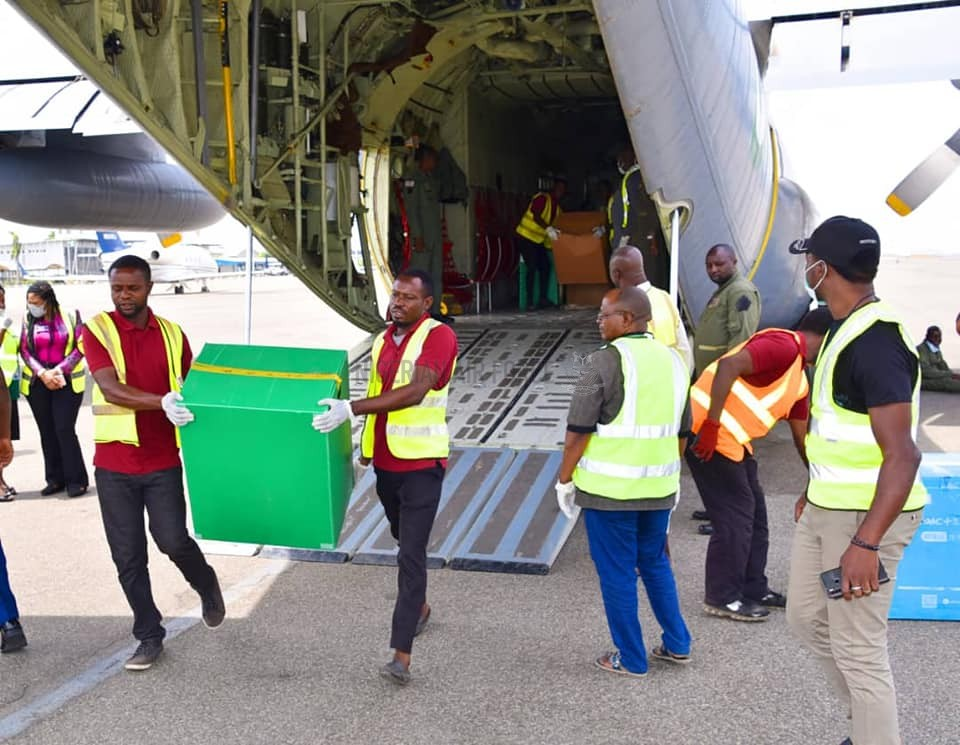 COVID-19: NIGERIAN AIR FORCE AIRLIFTS MEDICAL MATERIALS DONATED BY JACK MA FOUNDATION FROM LAGOS TO ABUJA